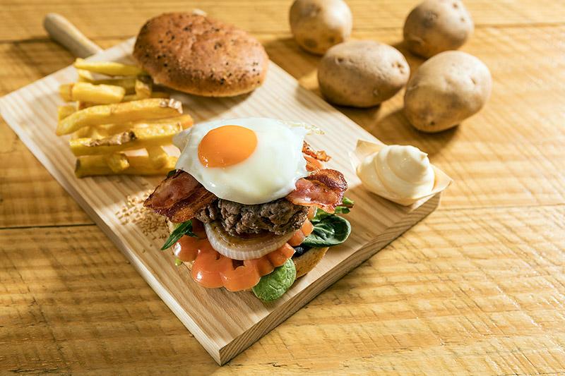 xips-n-saladz-barcelona-plato-burger